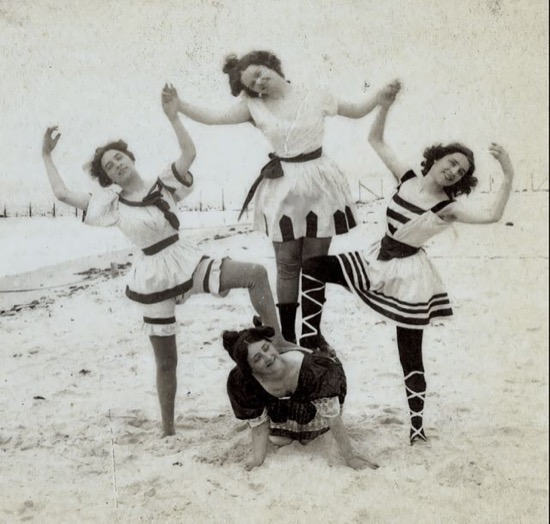 edwardians_beachpose